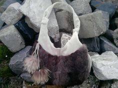 Téli táska szőrmével díszítve