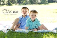 Love the shade/bright little boy photography, poses for little boys, sibling poses for boys Little Boy Photography, Best Photography Logo, Couple Photography Poses, Children Photography, Food Photography, Photography Projects, Sibling Photo Shoots, Sibling Poses, Boy Poses