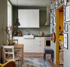 Browse photos of Small kitchen designs. Discover inspiration for your Small kitchen remodel or upgrade with ideas for organization, layout and decor. Ikea Small Kitchen, Small Kitchen Makeovers, Compact Kitchen, Farmhouse Style Kitchen, Modern Farmhouse Kitchens, Home Kitchens, Farmhouse Small, Ranch Kitchen, Small Kitchens