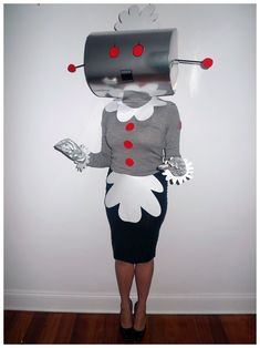 Rosie the Robot from The Jetsons Costume - how freakin' cute and creative is this?!