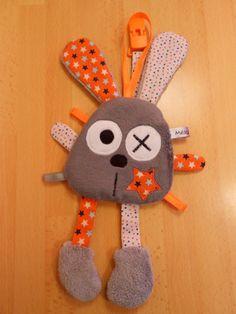 Doudou lapin attache tétine gris orange : Puériculture par melomelie