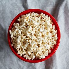 Homemade Kettle Corn Popcorn Recipe - The Pampered Chef - Microwave Popcorn Maker Pampered Chef Popcorn Maker, Microwave Popcorn Maker, Pampered Chef Recipes, Popcorn Bowl, Popcorn Kernels, Appetizer Recipes, Snack Recipes, Appetizers, Clean Eating Snacks
