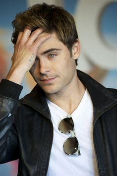 Zac Efron I am in love with him<3