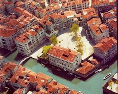 Jewish Ghetto in Sestiere Cannaregio, Venice. Get lost in the city here or in Castello Oh The Places You'll Go, Great Places, Places To Visit, Monuments, Rome Florence, Republic Of Venice, Jewish Ghetto, Nyc, Europe