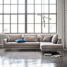 A floating sofa design with its lightness and edge as the main feature gave this sofa its name - The Edge Sofa. The Edge Sofa by Wendelbo creates a welcoming and warm feel to any space. Nordic Furniture, Scandinavian Furniture, Living Room Furniture, Furniture Design, Grey Sectional Sofa, Couches, Minimalist Sofa, Lounge Suites, L Shaped Sofa