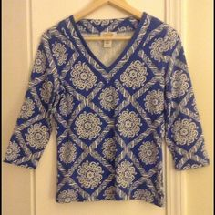 """Talbots v neck print tunic tee small Classic style! Measures APPROX  34"""" bust, 23"""" overall, 17 sleeve, like new condition! Talbots Tops Tunics"""