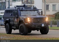 Army Police, Riot Police, Police Cars, Army Vehicles, Armored Vehicles, Police Tactical Gear, Executive Protection, German Police, Mercedes Truck