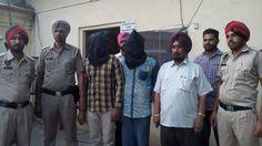 Jagraon Police Arrested Two Gangsters ਜਗਰਾਓਂ ਪੁਲਿਸ ਨੇ ਬੰਬੀਹਾ ਗੈਂਗ ਦੇ 2 ਗੈਂਗਸਟਰ ਕੀਤੇ ਗ੍ਰਿਫ਼ਤਾਰ  ਜਗਰਾਓਂ, 27 ਸਤੰਬਰ 2016 : ਅੱਜ ਜਗਰਾਓਂ ਪੁਲਿਸ ਦੇ ਹੱਥ ਉਸ ਸਮੇਂ ਵੱਡੀ ਕਾਮਯਾਬੀ ਹੱਥ ਲੱਗੀ ਜਦੋਂ ਸੀ.ਆਈ.ਏ ਪੁਲਿਸ ਨੇ ਬੰਬੀਹਾ ਗੈਂਗ ਦੇ 2 ਗੈਂਗਸਟਰਾਂ ਨੂੰ ਗ੍ਰਿਫਤਾਰ ਕੀਤਾ। ਇਹ ਗੈਂਗ ਤੋਂ ਕਾਫ਼ੀ ਵਾਰਦਾਤਾਂ ਨੂੰ ਅੰਜਾਮ ਦੇ ਰਿਹਾ ਸੀ ਤੇ ਆਖਿਰਕਾਰ ਪੁਲਿਸ ਨੇ ਇਹਨਾਂ ਨੂੰ 2 ਚੋਰੀ ਦੀਆਂ ਗੱਡੀਆਂ ਸਮੇਤ ਗ੍ਰਿਫ਼ਤਾਰ ਕੀਤਾ। ਫਿਲਹਾਲ ਪੁਲਿਸ ਇਹਨਾਂ ਤੋਂ ਪੁੱਛਗਿੱਛ ਕਰ ਰਹੀਆਂ ਹੈ ਤੇ ਉਮੀਦ ਹੈ ਕਿ ਹੋਰ ਵੱਡੇ ਖੁਲਾਸੇ ਹੋ ਸਕਦੇ ਹਨ। #punjabnews #punjab #news #government #PunjabPolice