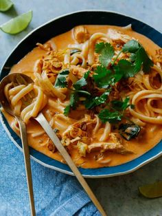 This spicy thai red curry soup is filled with shredded chicken and rice noodles. It's a perfect cozy weather weeknight dish. Thai Red Curry Soup, Red Curry Chicken, Green Curry, Chicken Rice, Chicken Soup, Curry Noodles, Rice Noodles, Red Curry Recipe, Spoon Fork Bacon