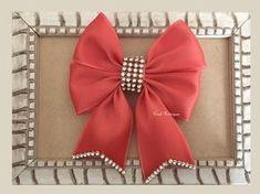 Aprenda a fazer este lindo lacinho de fita de cetim!!! Na minha versão eu carinhosamente o chamei de laço envelope... Espero que gostem!!!