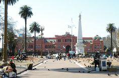 Plaza de Mayo; al fondo La Casa Rosada