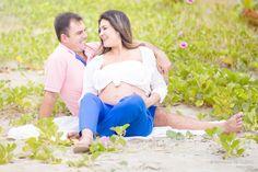Maternity photography cloudy day Maternidade, fotografia de gestante, grávida, Peruíbe/SP Praia, Beach, Cloudy, gramado,verde, flores, green, grass, pool, piscina Fotografia profissional em Praia Grande/SP