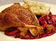 Svatováclavská husa vmléce sčerveným zelím a jemným knedlíkem Poultry, Food And Drink, Turkey, Meat, Chicken, Cooking, Recipes, Syrup, Kitchen