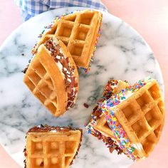You don't have to wait until the weekend to treat yourself with these waffle ice cream sandwiches with Classic Bacon! What flavor ice cream will you be filling yours with? 🍦