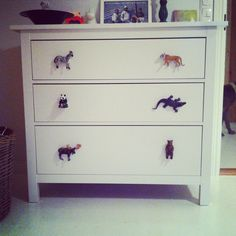 #DIY   :) plastic animals as knobs! #senkki #kaappi #barnrum #lastenhuone #kidsroom #toddler #toddlerroom #interior #knobs #fun #tiger #zebra #animals #crafty #nifty #home #design #nursery #drawer #ideasforhome
