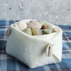 DIY tutorial for a really cute felt basket. Felted Wool Crafts, Felt Crafts, Fabric Crafts, Felt Material, Felt Decorations, Crafty Projects, Felt Projects, Sewing Projects, Felt Diy