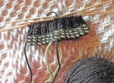 Suomalaisia perinteitä: Kierreraita lapasten ja sukkien suihin Handicraft, Knitted Hats, Knitting, Crochet, Crafts, Craft, Manualidades, Tricot, Arts And Crafts