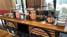 Detalle de la barra libre #boda #organizaciondebodas #bodaensevilla Kitchen Cart, Bar Cart, Home Decor, Barbell, Party, Decoration Home, Room Decor, Home Interior Design, Home Decoration