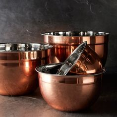 With their gorgeous copper exteriors, our all-purpose mixing bowls add a lustrous look to everyday kitchen prep. Designed after the heavy-duty bowls in restaurant kitchens, they're suitable for mixing ingredients, kneading breads and storing foods… Copper Utensils, Kitchen Utensils, Kitchen Gadgets, Copper Canisters, Kitchen Appliances, Kitchen Canisters, Copper Pots, Hammered Copper, Decorating Kitchen