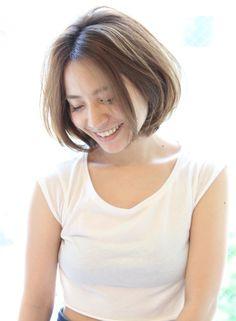 大人女性の柔らかボブ(髪型ボブ) Short Hair Model, Female Shorts, Fasion, Salons, Short Hair Styles, Beauty, Women, Hairstyles, Models