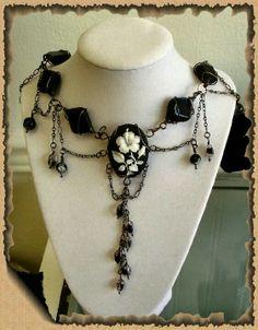 Handmade Victorian Wirework Cameo Choker... Diy wire jewelry