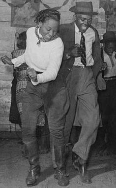 Jitterbug dancers at a juke joint in 1939 - one of the dances that shaped west coast swing dancing - photo from Library of Congress dancing Just Dance, Dance Like No One Is Watching, Shall We Dance, West Coast Swing, Lindy Hop, Swing Dancing, Posca Art, People Dancing, Dance Movement