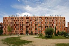 Madrid. Located on a prominent boulevard on a site previously occupied by afactory, the project was part of a wider regeneration scheme for the area.