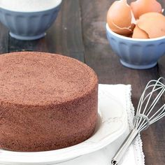 Chocolate Italian Sponge Cake: you only need 4 ingredients - no baking powder, no butter, no oil!