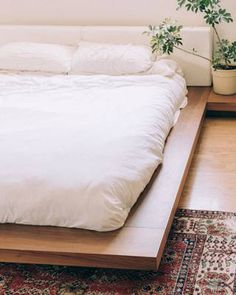 Cleaning a dry wall, is work that should be done every single week. We show you step by step how to clean a bedroom walls and best practices to keeping a clean wall. Futon Bed Frames, Low Bed Frame, King Bed Frame, Bedroom Bed Design, Bedroom Wall, Bedroom Decor, Futon Bedroom, Bedroom Designs, Bedroom Ideas