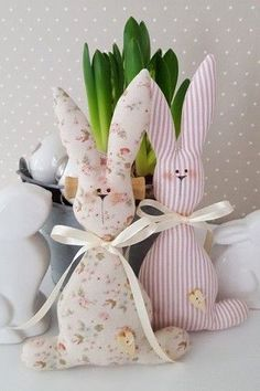 Sweet Easter Bunny couple in the trendy country house style! You can hang them very nicely on a large Easter bouquet or simply decorate them in the Easter basket Bunny Crafts, Easter Crafts, Diy Ostern, Easter Bunny Decorations, Sewing Dolls, Fabric Dolls, Spring Crafts, Stuffed Toys Patterns, Easter Baskets