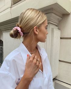 Blonde Hair - Taylor Wolfe - Blonde Hair Pink hair scrunchie and bun - Hair Dos, My Hair, Hair Inspo, Hair Inspiration, Good Hair Day, Pretty Hairstyles, Summer Hairstyles, Casual Hairstyles, Bun Hairstyles