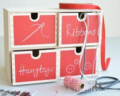 halbachblog I DIY I selbstklebender Tafelstoff in Rot I Schubladenbox bekleben