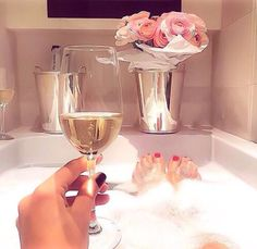 @Kyragensone ☾  Ig : Kyrapg Relaxing Bath, Lets Celebrate, Keep It Classy, Material Girls, Luxury Lifestyle, Have Fun, Alcoholic Drinks, Bubble Baths, Romantic Evening