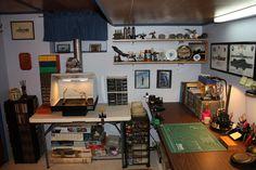 Nice hobby desk set up, lots of work space Hobby Desk, Hobby Room, Hobbies For Adults, Diy Shops, Desk Setup, Pc Setup, New Home Designs, Woodworking Bench, Home Interior Design