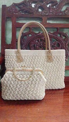 Types Of Bag, Vintage Crochet, Bags, Macrame Bag Crochet Wallet, Crochet Tote, Crochet Handbags, Crochet Purses, Crochet Shell Stitch, Bead Crochet, Crochet Pattern, Diy Bags Purses, Purses And Handbags