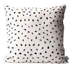 Kissen Plumes / 50 x 50 cm, Weiß von Hartô finden Sie bei Made In Design, Ihrem Online Shop für Designermöbel, Leuchten und Dekoration.