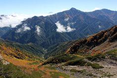 南アルプス仙丈ヶ岳での一枚。 北岳の奥に見えてるのは富士山。