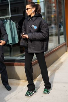 Bella Hadid Ushers in a Fresh Take on Hypebeast Style - Celebrity style - Bella Hadid Outfits, Bella Hadid Style, Look Fashion, Fashion Models, Winter Fashion, Fashion Designers, Celebrities Fashion, Female Celebrities, Fashion Bloggers