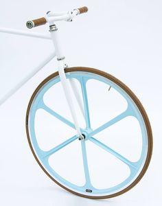 Una nuova idea fresca e frizzante per il Catalogo 2016. Le ruote BRN a 6 raggi Azzurro Capri!