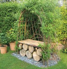 This has a very solid look to it!!! Nice blend of living willow and a solid base.