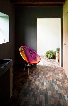 designer stuhl in grellen farben