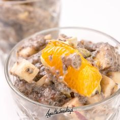 kakaowa sałatka owocowa z puddingiem chia Pudding Chia, Oatmeal, Cheese, Eat, Breakfast, Desserts, Food, The Oatmeal, Morning Coffee