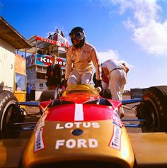 """ Rough and close… Graham Hill (Gold Leaf Team Lotus), 1969 Dutch Grand Prix at Zandvoort "" La Dolce Vita F1 Racing, Road Racing, Le Mans, Formula 1, F1 Lotus, Jochen Rindt, Race In America, Monaco Grand Prix, Racing Events"