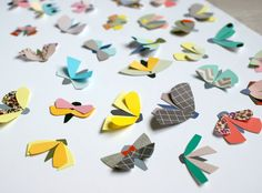 Un DiY simple et coloré : créer des papillons en papier ! >> Voir les étapes de création.