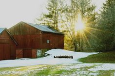 Took this great photo leaving mammies farm yesterday. You can totally see why this was such a fantastic place to grow up. #farm #pennsylvania #nepa #barn #landscape #sun #goldenhour #sunbeam #photography #Monday #grandparents #home