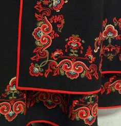 Embroidery on the skirt of a Telemark Bunad