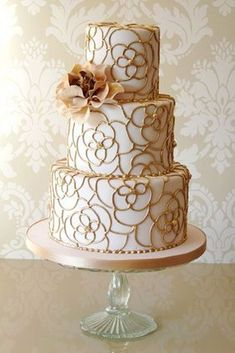 Gold Wedding Cake Or Wedding Anniversary Cake Beautiful Wedding Cakes, Gorgeous Cakes, Pretty Cakes, Amazing Cakes, Gold Wedding Cakes, Easy Wedding Cakes, Marsala And Gold Wedding, Gold Weddings, Wedding Gold