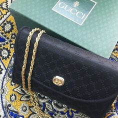 zpr This vintage satin silk bag from #Gucci is a great evening bag; one you can remove the gold chain to carry as a clutch! Psst... This one's on sale! #TFCSALE . . Shop the bag // Link in bio . . . . #thefifthcollection #gucci #vintage #ThrowbackThursday #tbt #miniclutch #shopthelook #onlineshopping #RetailTherapy #ecommerce #shopthesale #buywithus