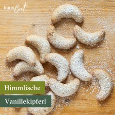 Es gibt nichts besseres als direkt an die Tür gelieferte Vanillekipferl. Vollgenuss💚   #vanillekipferl#mandeln#mürbeteig#foodpost#foodstagram#instagram #felber #bäckerei #weihnachtsbäckerei #geierdiebäckerei #genuss #auswien #regional #christmas #kipferl #himmlisch #lecker #kekse #onlinebestellt #frischgeliefert #lieferservice Marzipan, Gingerbread Cookies, Desserts, Regional, Tasty, Food, Instagram, Almonds, Gingerbread Cupcakes
