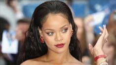 Biography Of Rihanna - video dailymotion Rihanna Video, Fake News Stories, Rihanna Fenty, Biography, Business Women, Singer, Actresses, Female Actresses, Women In Business